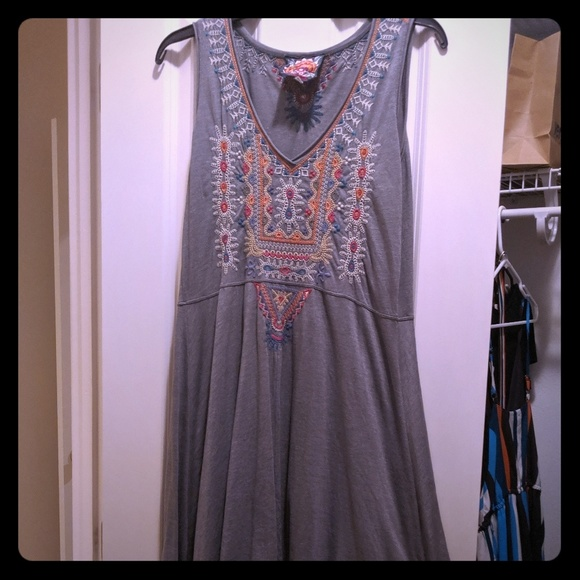 Johnny Was Dresses & Skirts - Johnny Was Embroidered Grey Dress